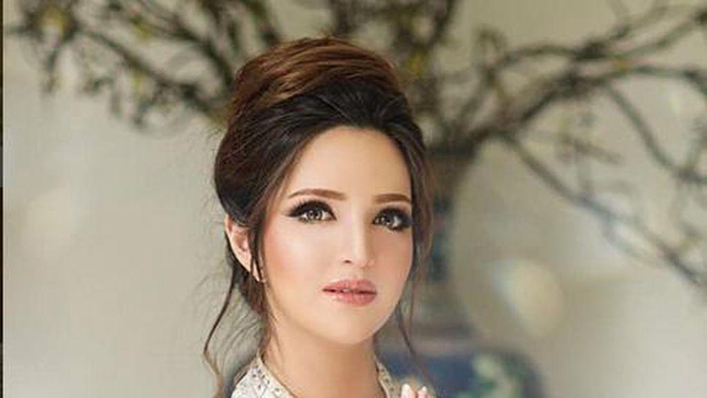 Barbie Look a Like! Cantiknya Nia Ramadhani