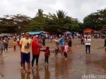 Bayar Restribusi, Wisatawan Pantai Palabuhanratu Dilindungi Asuransi