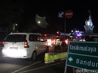 Garut-Bandung via Kadungora Stuck Hingga ke Pusat Kota Garut