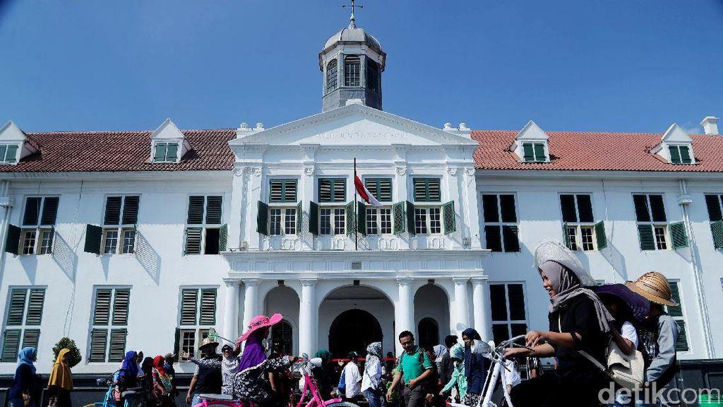 Libur Lebaran, Kota Tua Ramai Wisatawan