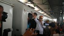 Tiba di Semarang, Menhub Lepas Keberangkatan Kereta ke Jakarta