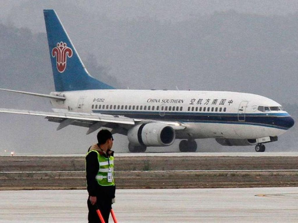 Waduh! Turis China Lempar Koin ke Mesin Pesawat Biar Beruntung