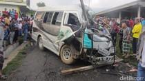 Hendak ke Dieng, Minibus Sarat Penumpang Kecelakaan di Wonosobo