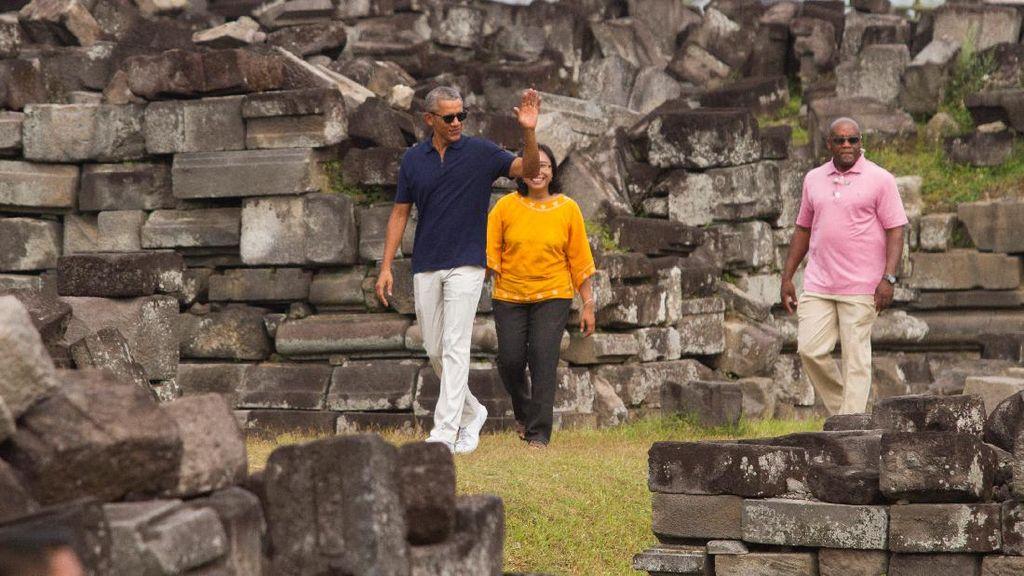 Semringahnya Obama Jalan-jalan di Candi Prambanan