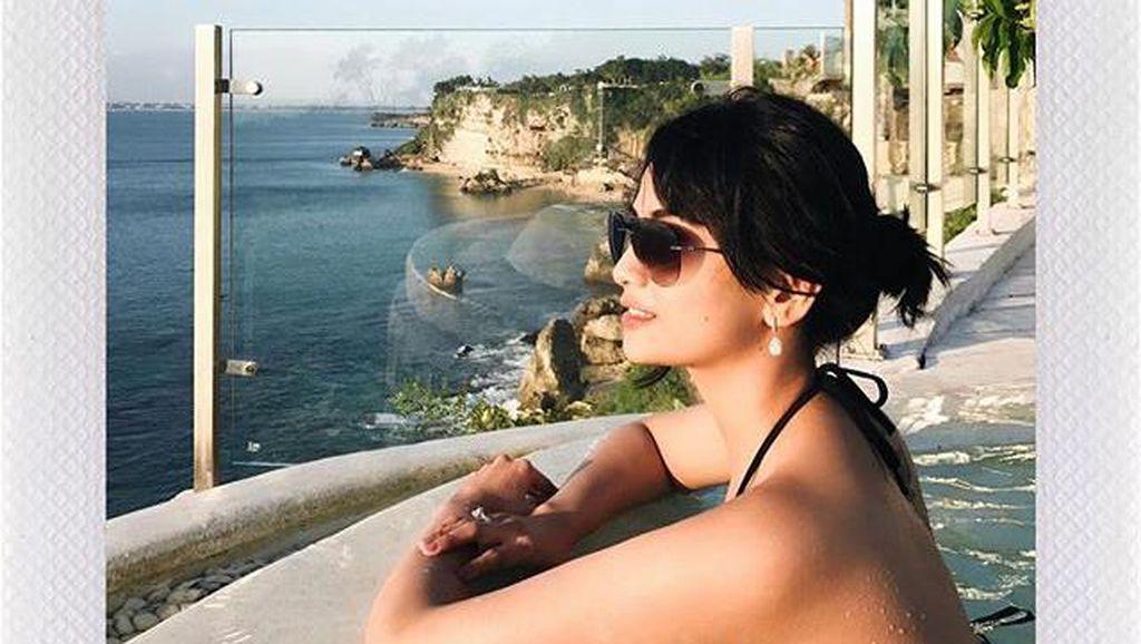 Aurel Liburan ke Bali Bareng Pacar, Vanessa Angel Seksi Berbikini