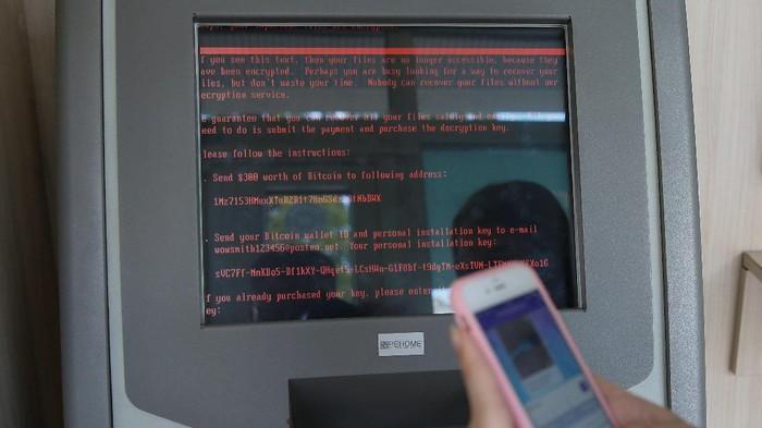 Sebuah ATM di Ukraina terserang Rensomware Petya. Foto: Reuters