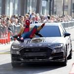 Spider-Man Selfie di Atas Kap Mesin All New Audi A8