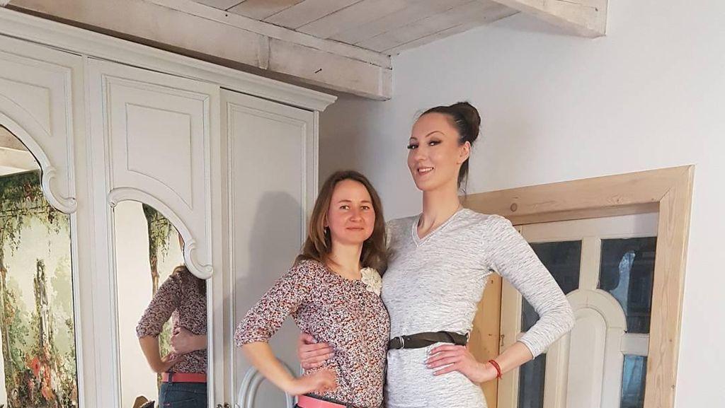 Model Rusia Ini Dinobatkan Sebagai Wanita dengan Kaki Terpanjang di Dunia