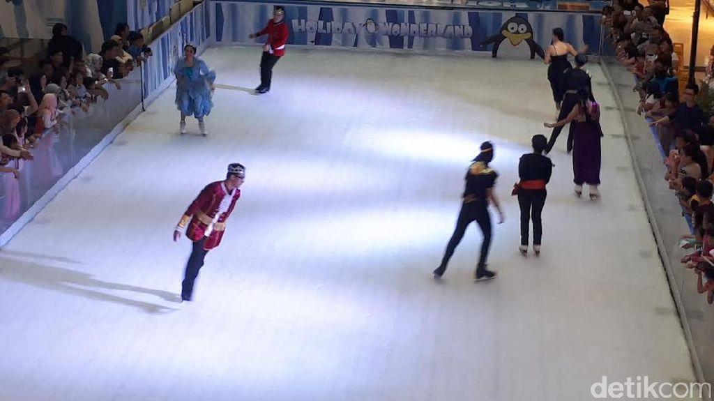 Serunya Main Ice Skating di Hari Terakhir Libur Lebaran