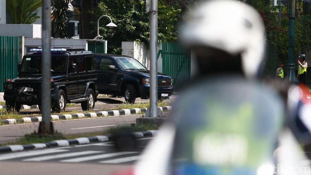 Naik Chevrolet Suburban, Obama Tinggalkan Indonesia
