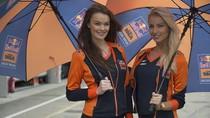 Aksi Para Gadis Payung di Sirkuit Sachsenring