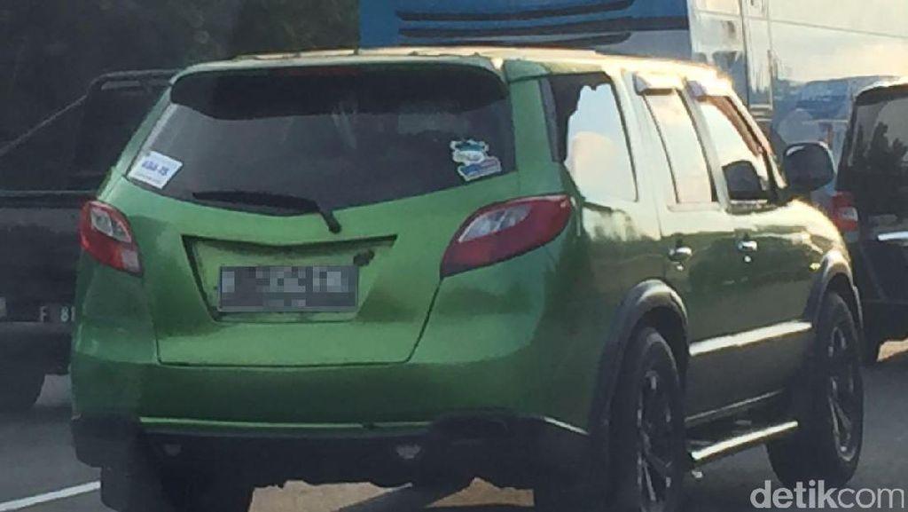 SUV Hijau Berkeliaran Saat Mudik, Mobil Apa Ya?