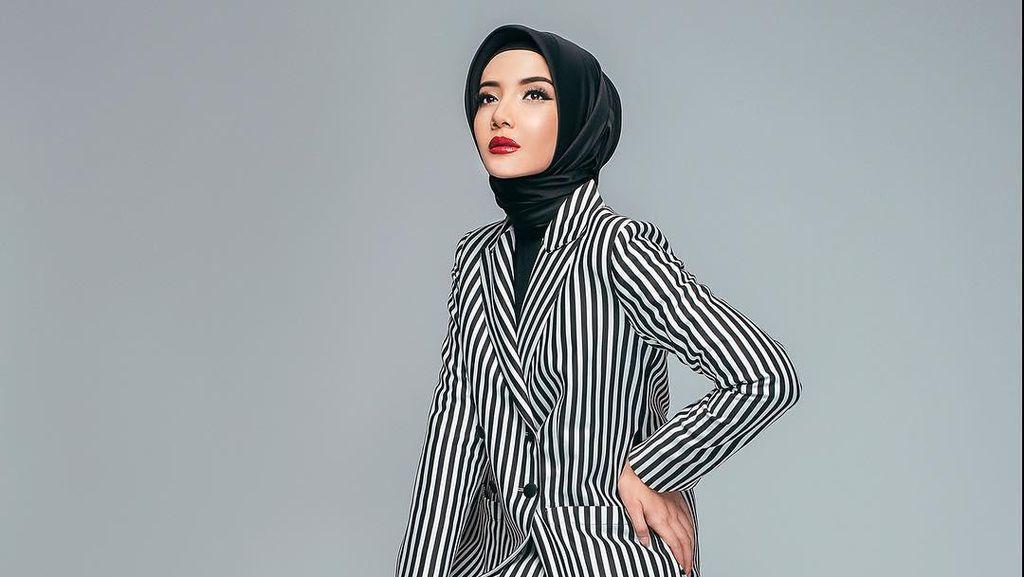 Foto: Makin Kurus & Stylish, 5 Gaya Hijab Terkini Zaskia Sungkar