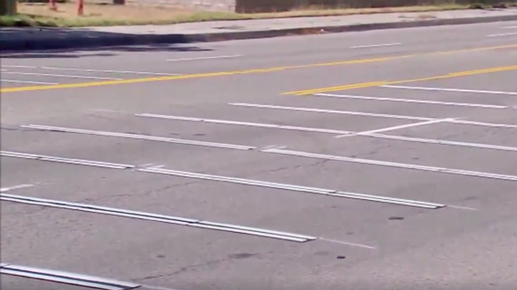 Cegah Balap Liar, Ada Papan Penggilasan di Jalanan Amerika