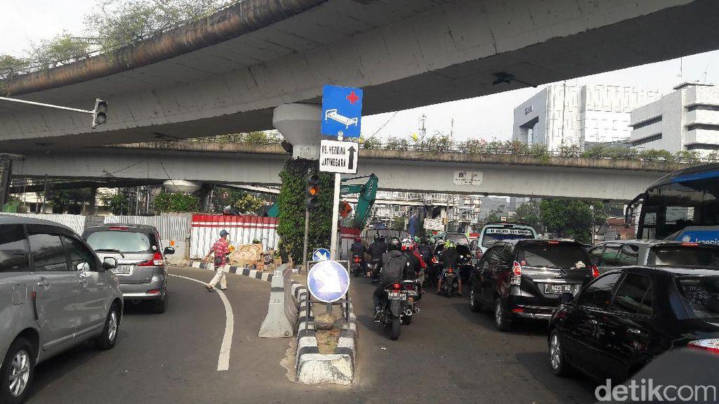 Polisi Tinjau Lokasi Pengalihan Lalin di Simpang Matraman Malam Ini