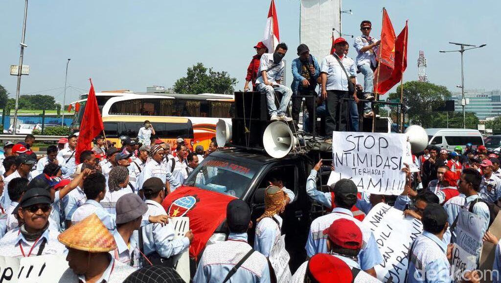 Ratusan Sopir Tangki Pertamina Demo, Bagaimana Nasib Stok BBM?