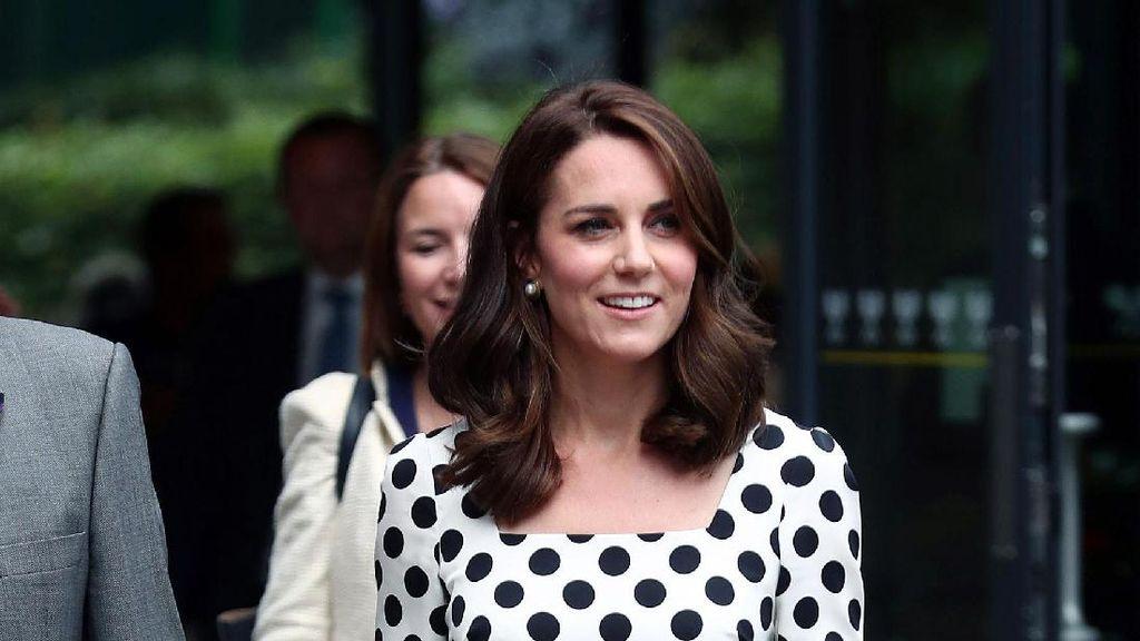 Keluar dari Zona Nyaman, Kate Middleton Pilih Gaun Polkadot di Wimbledon