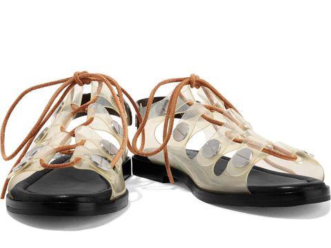 Sepatu Transparan Kembali Tren, Ini 5 Opsinya untuk Hangout dan Pesta