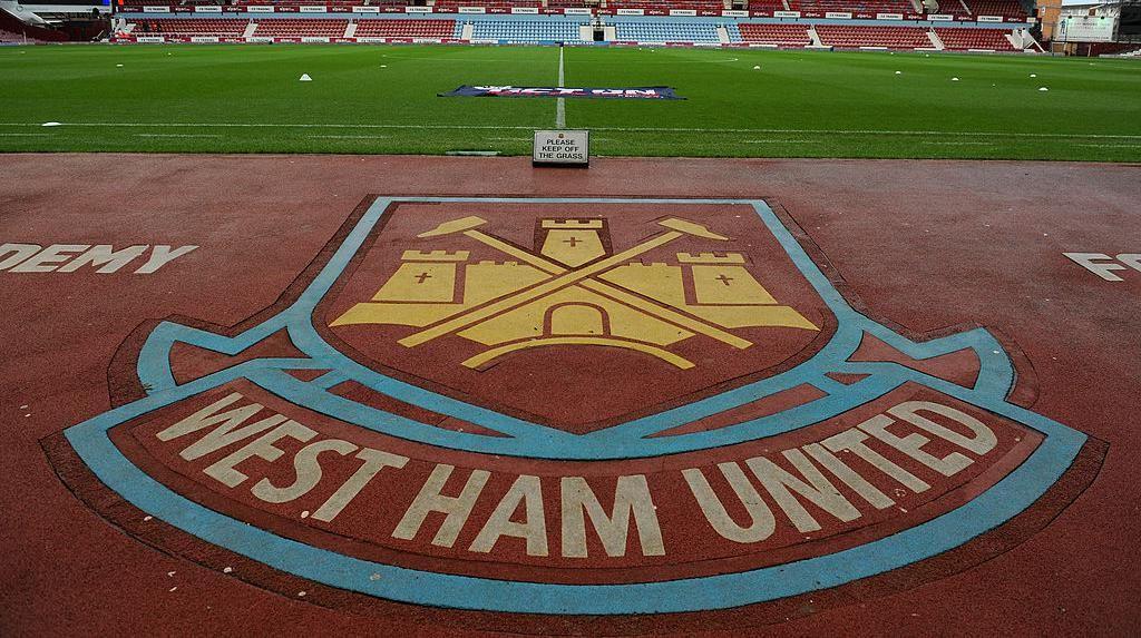Sepasang Palu Simbol Sejarah West Ham United