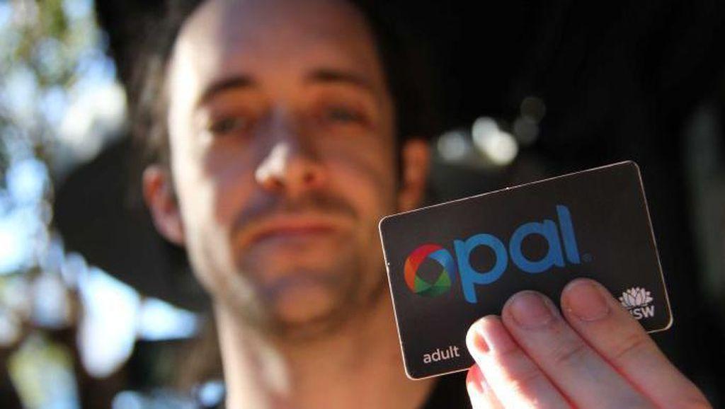 Khawatir Ketinggalan Dompet, Pria Ini Tanam Chip Kartu ke Tangannya