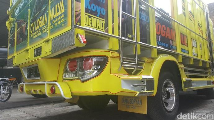 Truk-truk Keren Berlampu SUV