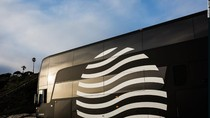 Pelayan Sampai WiFi Gratis, Fasilitas Keren di Bus Double Decker Bintang Lima