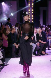 Bella Hadid 2 Kali Umbar Keseksian Tubuh di Fashion Show