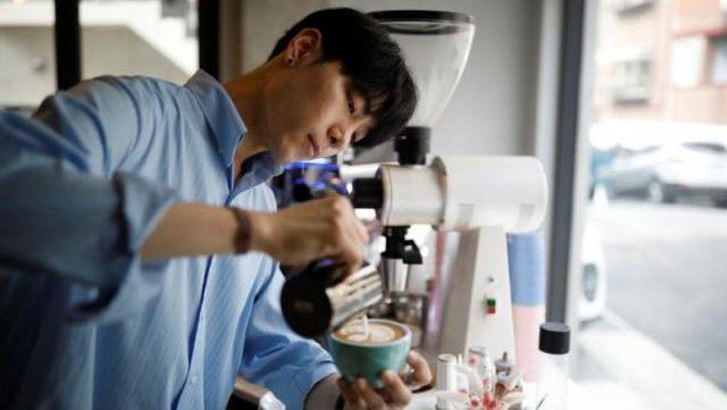 Keren! Barista Korea Bikin Latte Art Bak Lukisan Van Gogh