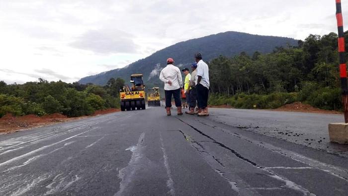 Jokowi Gencar Bangun Jalan di Perbatasan, Begini Progresnya