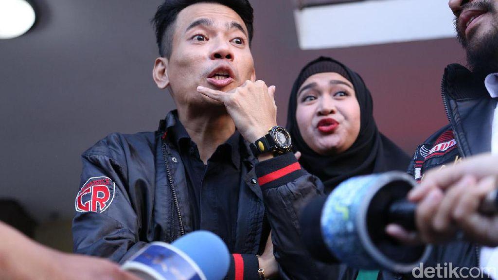 Didampingi Istri, Aris eks Idol Resmi Polisikan Ihsan Tarore