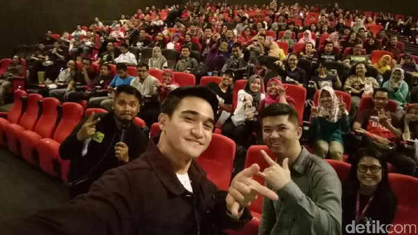 Adhitya Alkatiri Ramaikan Nobar Spider-Man di DHot Movie Night with OPPO