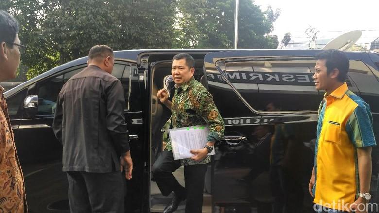 Hary Tanoe Penuhi Panggilan Bareskrim - Jakarta Hary Tanoesoedibdjo memenuhi panggilan Bareskrim Polri hari Hary Tanoe akan menjalani pemeriksaan pertamanya sebagai tersangka di kasus
