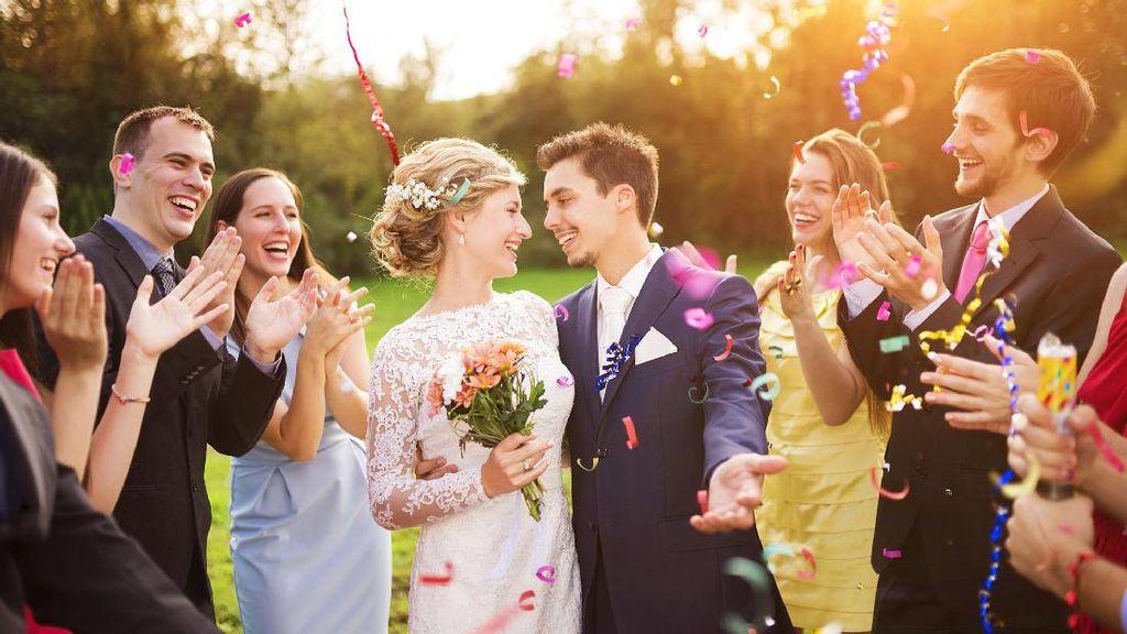 6 Alasan Tak Perlu Takut Datang ke Pernikahan Mantan