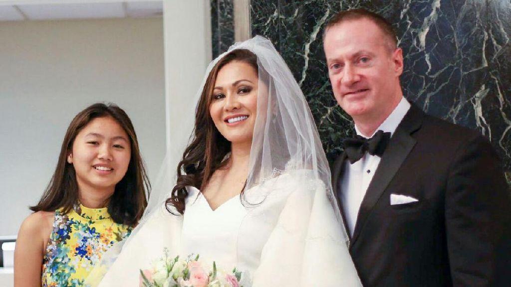 Solena Chaniago Cuek Dihujani Hujatan Usai Menikah dengan Cowok Bule