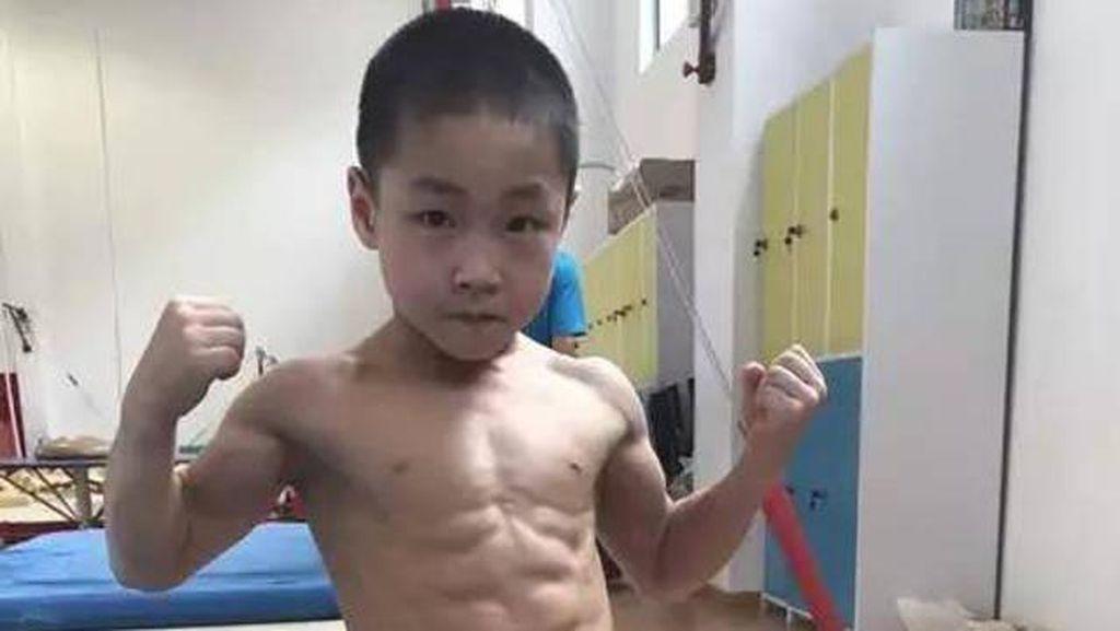 Viral, Kisah Inspiratif Bocah 7 Tahun yang Punya Perut Sixpack