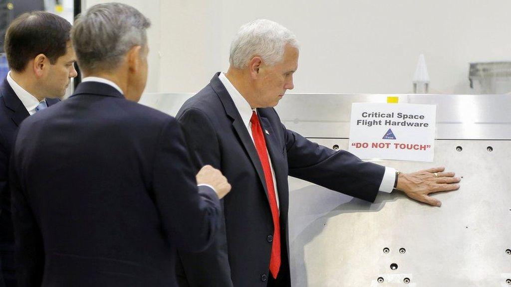 Abaikan Larangan NASA, Wapres AS Minta Maaf