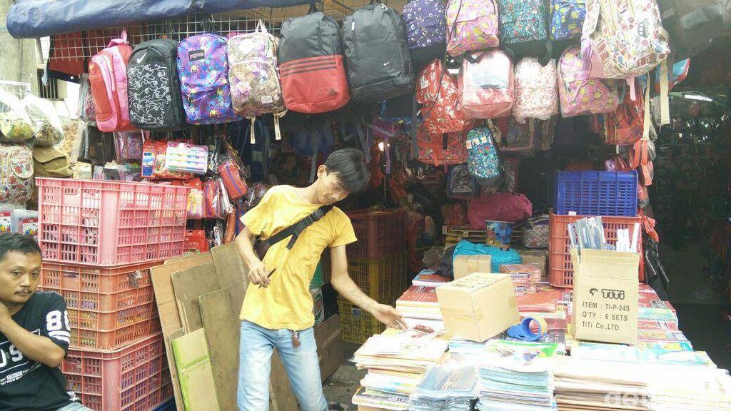Jual Alat Tulis China, Pedagang Asemka Raup Omzet 70 Juta/Hari