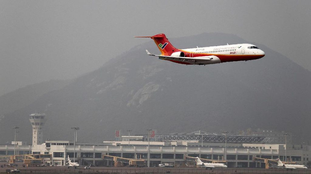 Foto: China Bikin Jet Saingan Embraer dan Bombardier