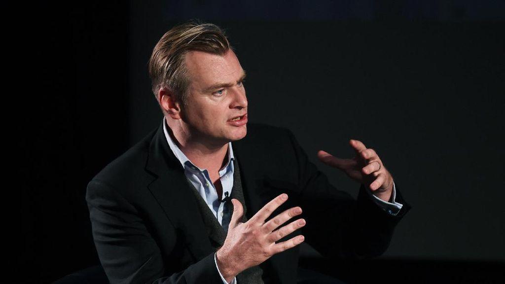 Christopher Nolan Akan Sutradarai James Bond Terbaru?