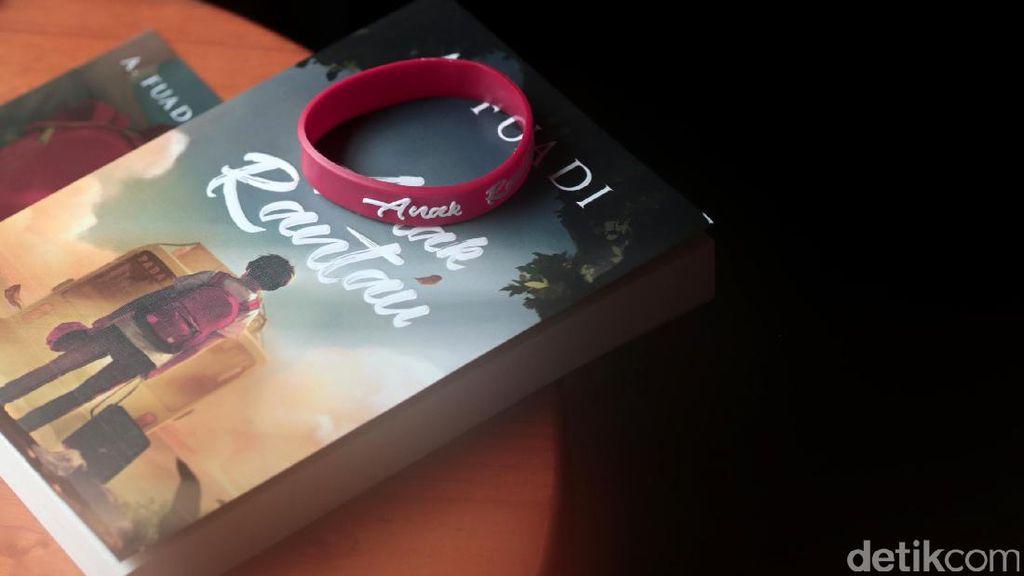 Novel Anak Rantau Ahmad Fuadi Laris Manis di Toko Buku Online