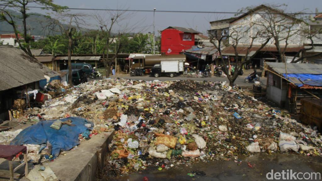 Pemkab Bandung Segera Angkut Sampah Menumpuk di Pasar Baleendah