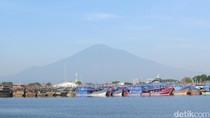 Bukan Manado atau Maluku, Ini Pantai di Cirebon