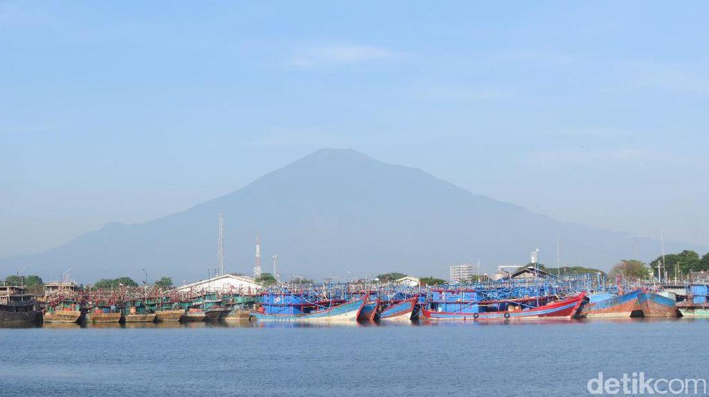 Foto: Pantai Kejawanan yang Lagi Naik Daun di Cirebon