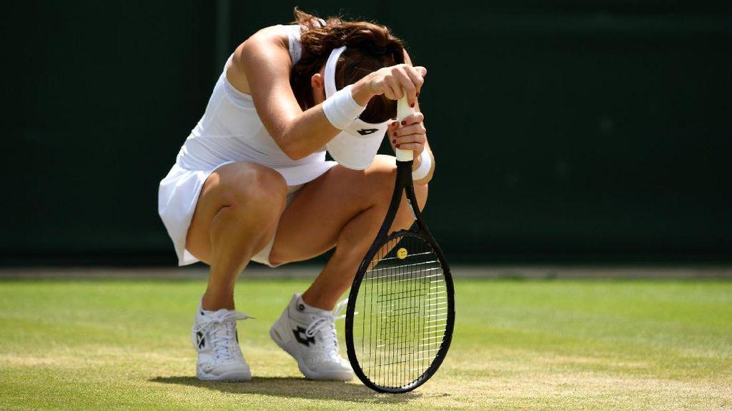 Mereka yang Tertunduk di Lapangan Wimbledon