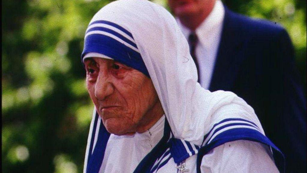 Sari Putih Bercorak Garis Biru Milik Bunda Teresa Dapat Merek Dagang