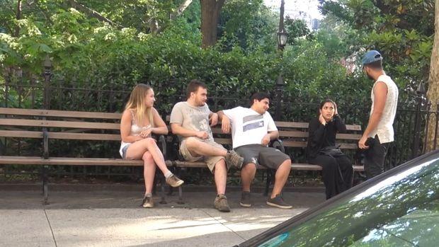 Eksperimen Sosial: Ini Reaksi Orang New York Saat Lihat Hijabers di-<i>Bully</i>