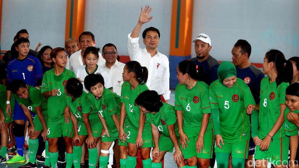 Aziz Syamsuddin Tinjau Pelatnas Futsal Putri