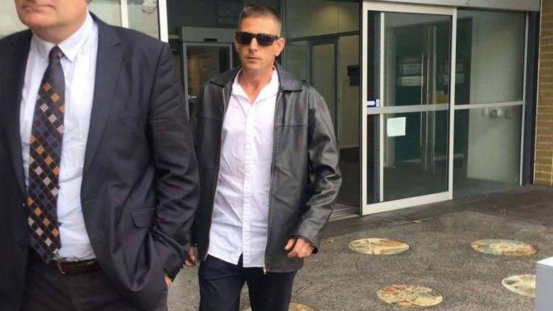 Lempari Muslimah dengan Botol Bir, Pria Perth Diadili