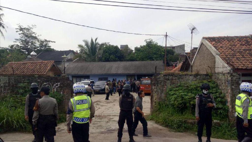 Biayai Aksi, Jaringan JAD Cianjur Berencana Rampok Toko Bangunan