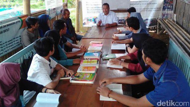 Frendi, Kuli Panggul Jadi Mahasiswa dari Kampung Sidat Banyumas